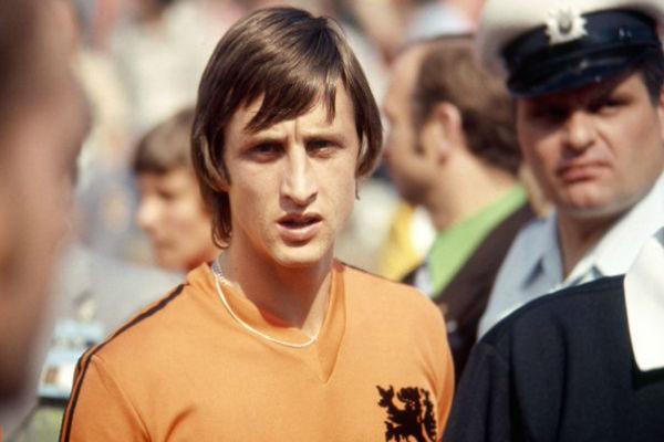 أسطورة كرة القدم الهولندية يخسر معركته مع السرطان