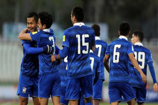 فرحة لاعبي تايلاند بانتزاع بطاقة التأهل