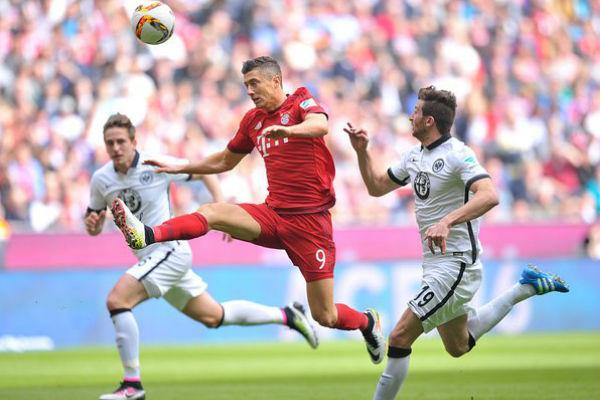 من مباراة بايرن ميونيخ وفرانكفورت
