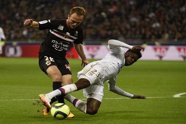 لاكازيت ينقذ ليون من الهزيمة أمام نيس في الدوري الفرنسي