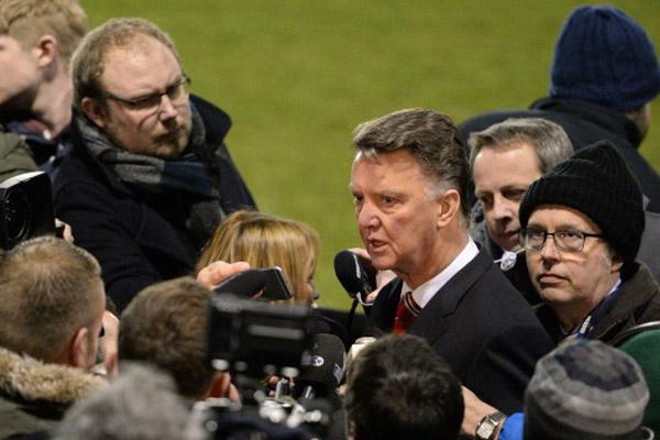 ترجح تقارير صحفية أن لويس فان خال لن يستكمل عقده مع مانشستر يونايتد وسيرحل نهاية الموسم الجاري