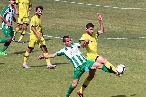 الأنصار يتخطى النبي شيت بتسعة لاعبين في الدوري اللبناني