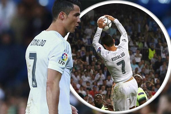 رونالدو ارتقى عالياً وسدّد الكرة بيده إلى داخل مرمى حارس السيتي