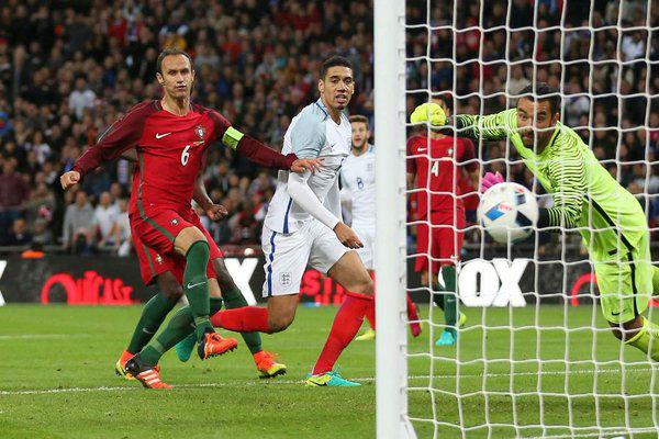 سمولينغ يقود إنكلترا لفوز باهت على البرتغال