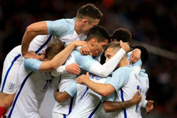 فرحة لاعبي إنكلترا بهدف الفوز على البرتغال