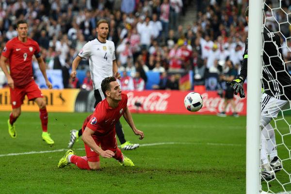 إحدى الهجمات البولندية على المرمى الألماني