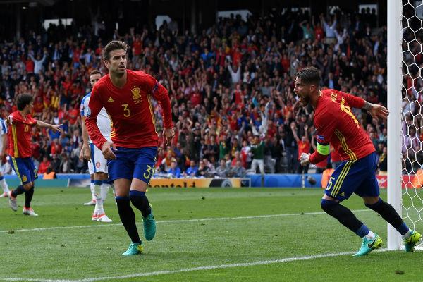 بيكيه أحرز هدفاً قاتلاً منح الإسبان نقاط المباراة الثلاث
