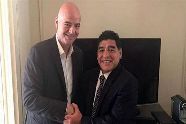 إنفانتينو يوكل إلى مارادونا حل أزمة الكرة في الأرجنتين