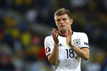 نوير وكروس: الآتي أفضل من ألمانيا في كأس أوروبا