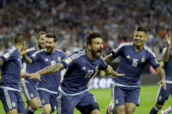 لافيتزي افتتح التسجيل للأرجنتين مبكراً