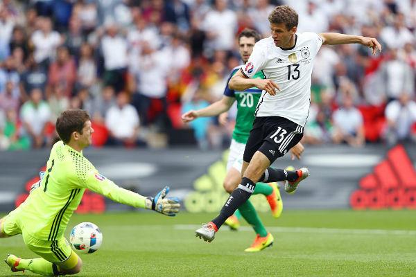 ألمانيا أهدرت فرصاً كثيرة في مباراة إيرلندا الشمالية