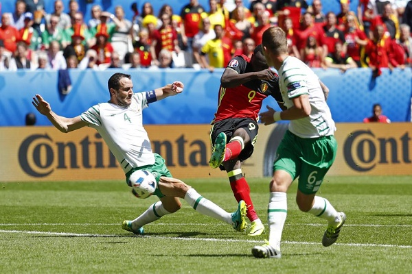 لوكاكو يفتتح التسجيل لبلجيكا