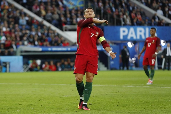 رونالدو يعبر عن غضبه بعد فرصة ضائعة