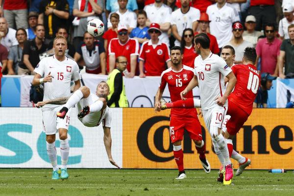 هجمة بولندية على المرمى السويسري
