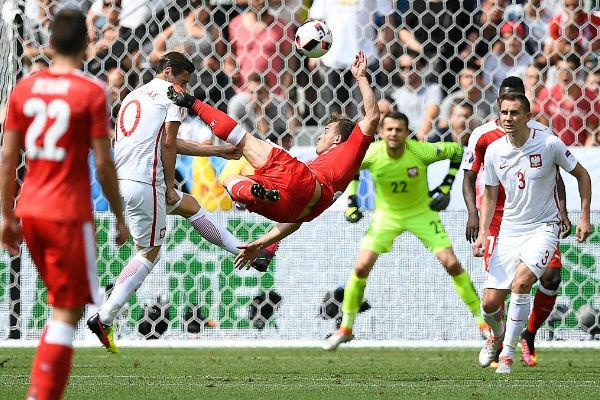 شاكيري أدرك التعادل لسويسرا قبل نهاية المباراة بدقائق