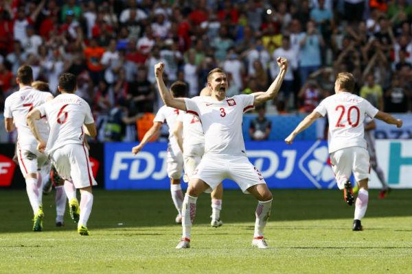 بولندا إلى ربع النهائي للمرة الأولى في تاريخها