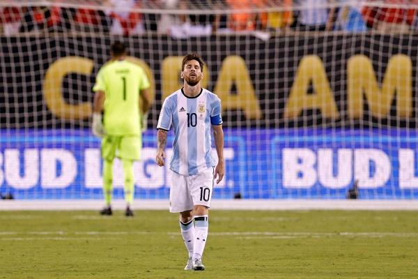 تشيلي تدفع ميسي إلى اتخاذ قرار التخلي عن المنتخب الأرجنتيني