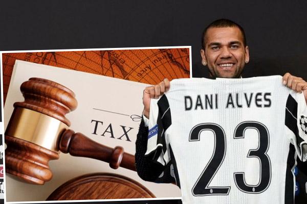 الضرائب الإسبانية تلاحق داني ألفيس رغم رحيله عن إسبانيا