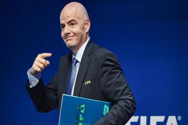 رئيس الاتحاد الدولي لكرة القدم (فيفا) السويسري جاني انفانتيو