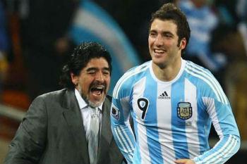 مارادونا منزعج للغاية من قرار انتقال هيغواين إلى يوفنتوس