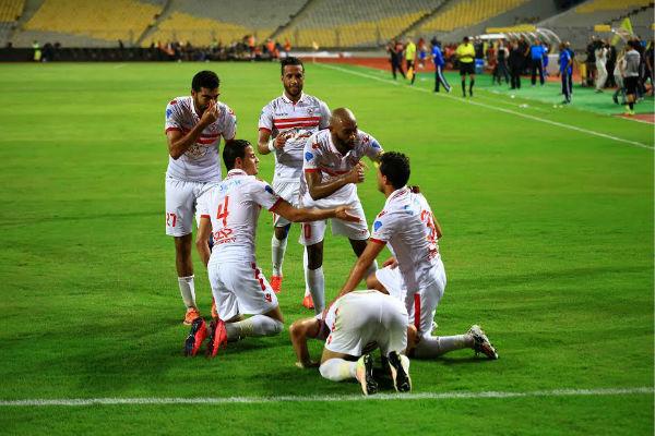 فرحة لاعبي الزمالك بأحد الأهداف الثلاثة في شباك الغريم الأهلي