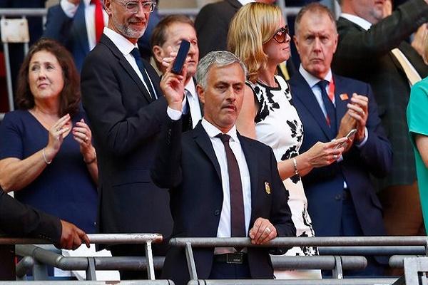 البرتغالي جوزيه مورينيو مدرب مانشستر يونايتد الانكليزي