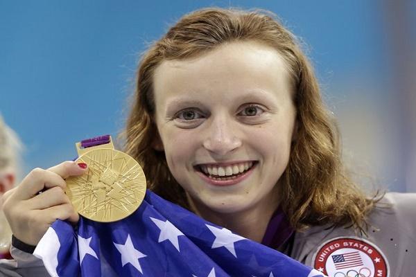 كايتي ليديكي تمنح الولايات المتحدة ميداليتها الاولى في السباحة