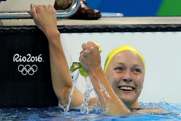 السويدية سارة سيوستروم تحطم الرقم العالمي محرزة ذهبية سباق 100 م فراشة