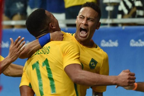 فرحة برازيلية بالفوز على الدنمارك
