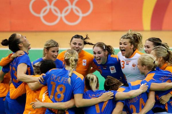 حجزت هولندا بطاقتها بتغلبها على البرازيل المضيفة