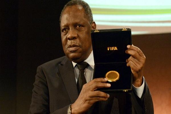 نائب رئيس الاتحاد الدولي لكرة القدم رئيس الاتحاد الافريقي للعبة عيسى حياتو