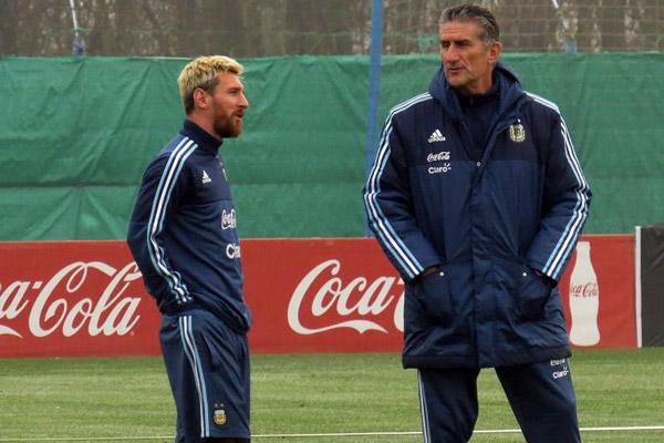 الشك يحوم حول مشاركة ميسي ضد الأوروغواي