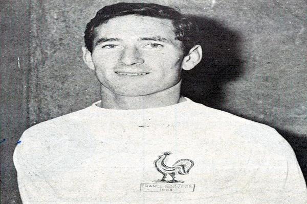 وفاة قائد المنتخب الفرنسي في مونديال 1966