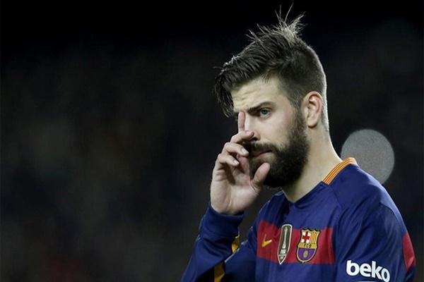 بيكيه يصدم عشاق برشلونة برغبته بخوض تجربة جديدة