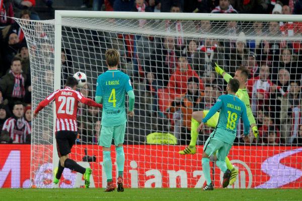 خبرة أدوريز تعيد برشلونة متعثراً من بلباو في كأس إسبانيا