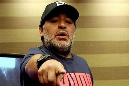 مارادونا يفجر أزمة في الأوساط الثقافية الإيطالية
