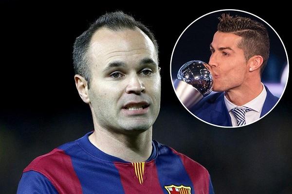 إنييستا يعتذر للاعبي ريال مدريد عن غياب برشلونة عن حفل الفيفا