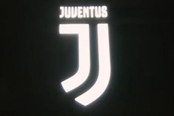 الشعار الجديد الذي تخلى عنه النادي بعد 24 ساعة من الإعلان عنه