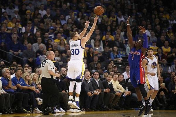 الفوز الأربعون لغولدن ستايت في الـ NBA بفضل كوري