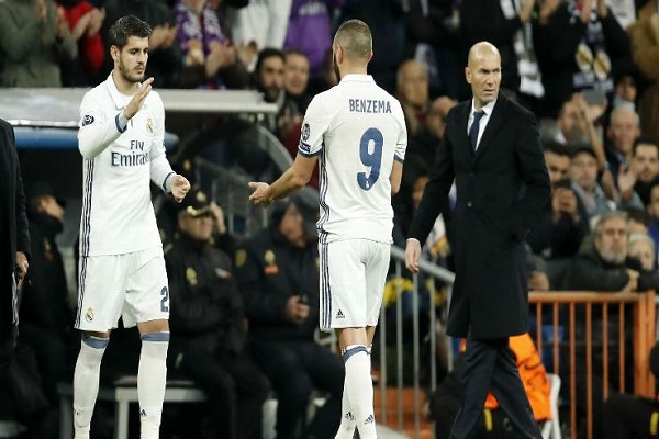 خيارات ريال مدريد في حال رحيل بنزيمة ومورتا