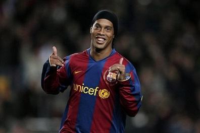 رونالدينيو يعود إلى برشلونة سفيرا في الأعوام العشرة المقبلة