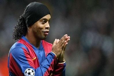 رونالدينيو يكشف سبب رحيله عن برشلونة
