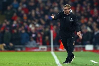 كلوب يحث جمهور ليفربول على الصبر بعد مشادة مع مشجع