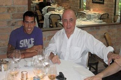 وكيل أعمال إيطالي: صفقة تيفيز وباتو كانت ستغير تاريخ ميلان !
