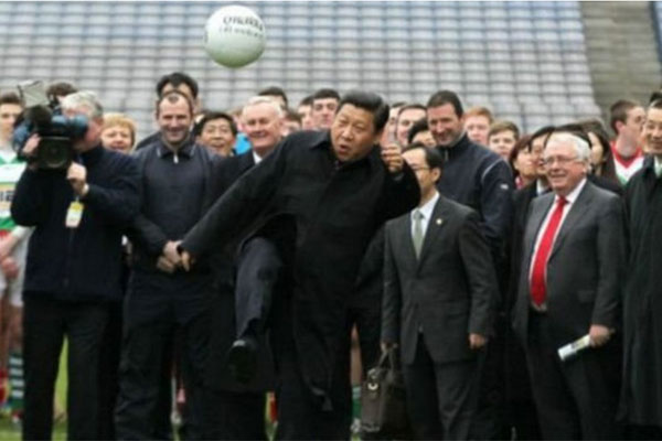 الرئيس الصيني شي جينبينغ من عشاق كرة القدم