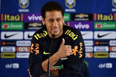 نيمار يعد البرازيل الأفضل في العالم ويرفض المقارنات مع ميسي ورونالدو