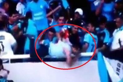 مقتل مشجع أرجنتيني بعد رميه من مدرج لكرة القدم