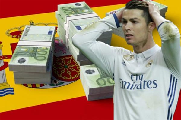 أعلن مكتب المدعي العام في مدريد ان البرتغالي كريستيانو رونالدو متهم بالتهرب من دفع مبلغ 14،7 مليون يورو لمصلحة الضرائب