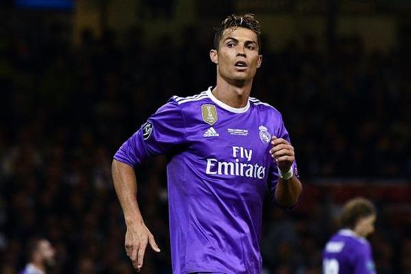 يلعب كريستيانو رونالدو لنادي ريال مدريد في نهائي دوري أبطال اوروبا