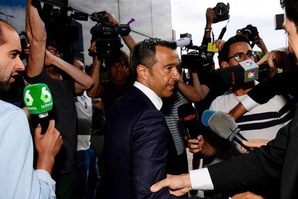 وكيل الاعمال الشهير البرتغالي جورج منديش خلال استجوابه أمام محكمة اسبانية